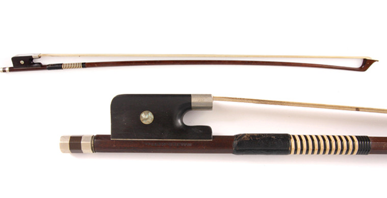 Make sure, when buying an antique bow, to pay close attention to its condition and authenticity