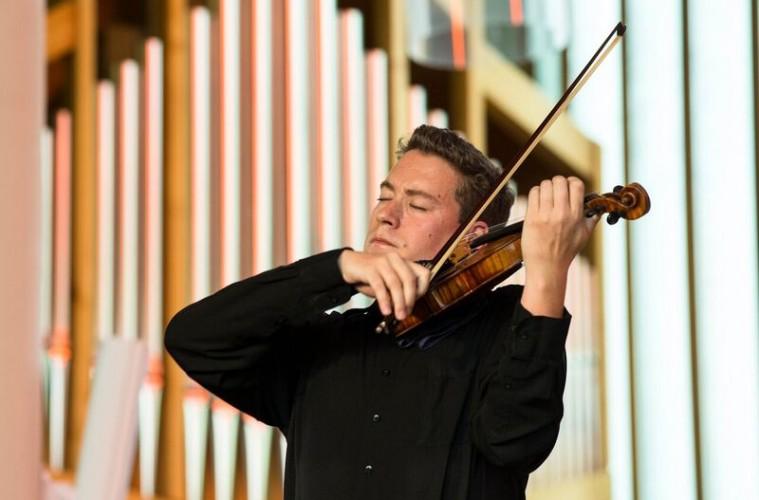 Kristóf Baráti Plays Solo Bach at Verbier – Strings Magazine