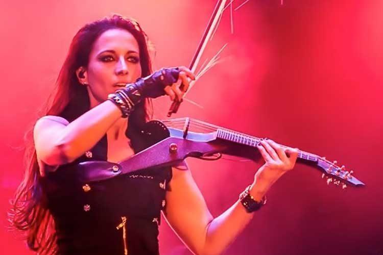 Asha Mevlana and her Wood Violins Viper, Photo: Oleg Magni