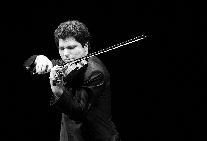 Violinist Augustin Hadelich Discusses the Prokofiev & Mendelssohn Violin Concertos